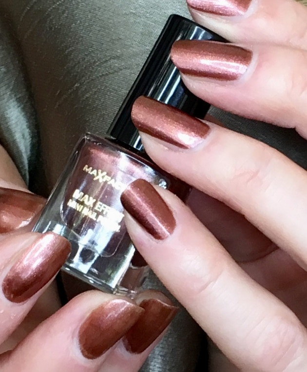 samatha's nails painted in maxfactor red bronze 03