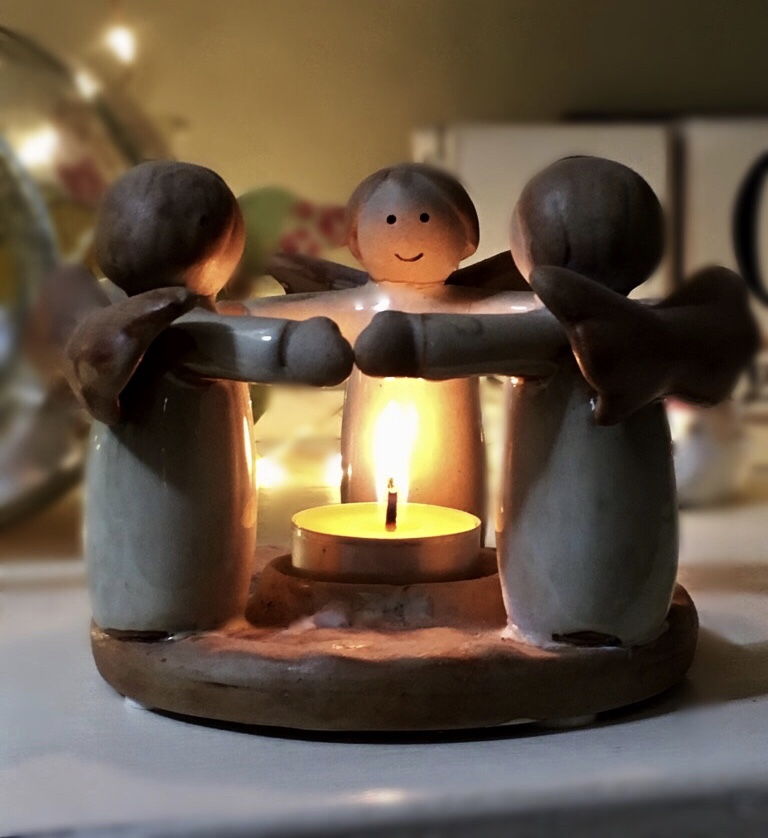 3 angel tea light holder