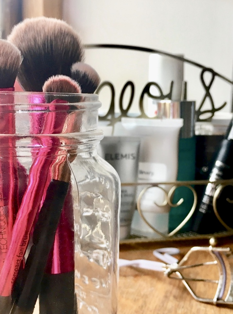 Jar of beauty brushes