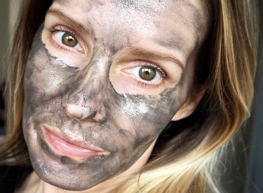 Samantha wearing Armour Noir Magnetic Face Mask